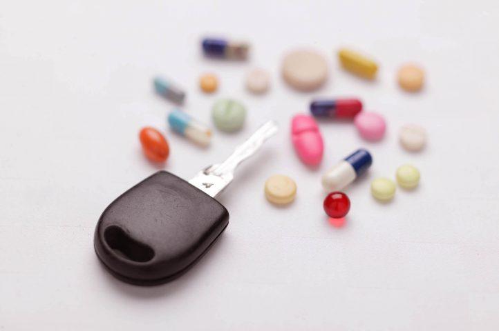 Medikamente und Schlüssel