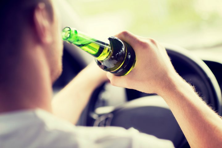 Alkohol, Drogen und auch Medikamente haben starken Einfluss auf die Fahrtüchtigkeit.